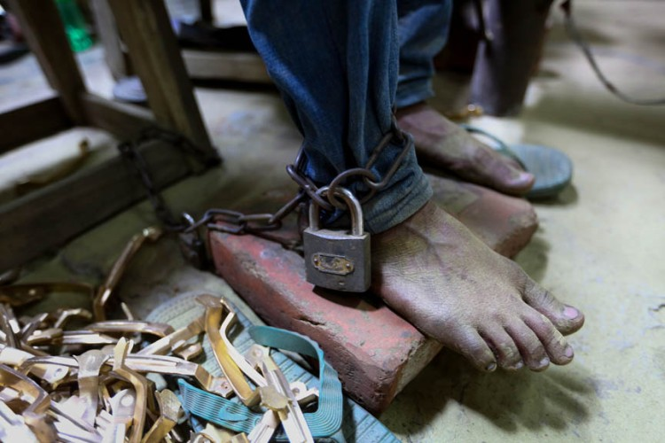Fourteen-year old Shakil's left leg is chained to an abandoned motor of the door handle making factory. It was not the owner but Shakil's father who tied him up in the factory so that he cannot be with his drug using friends and can be able to concentrate on work. Teenager Shakil was arrogant in the beginning but now he has accepted the fact that there is no future forward except learning the boring job for his family's livelihood. Dhaka, Bangladesh