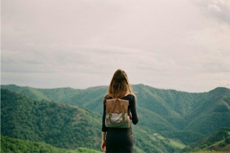 hitchhikinggirl
